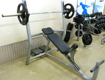 incline-bench-press-chest-gym-equipment